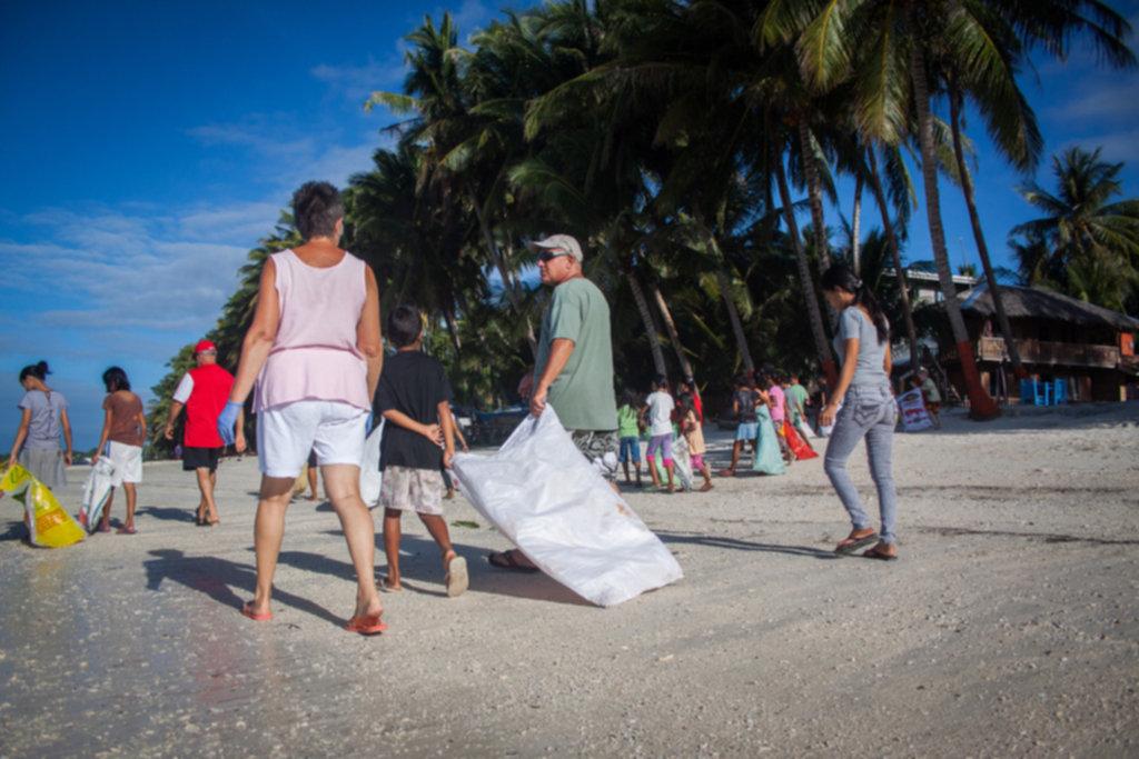IMG 4266 1024x683 - Sprzątanie plaży na Siquijor