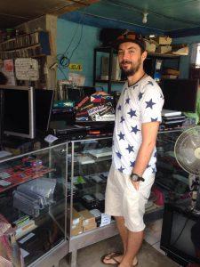 16343856 10207787955647855 1690299949 n 225x300 - Jak się naprawia laptopy na Filipinach