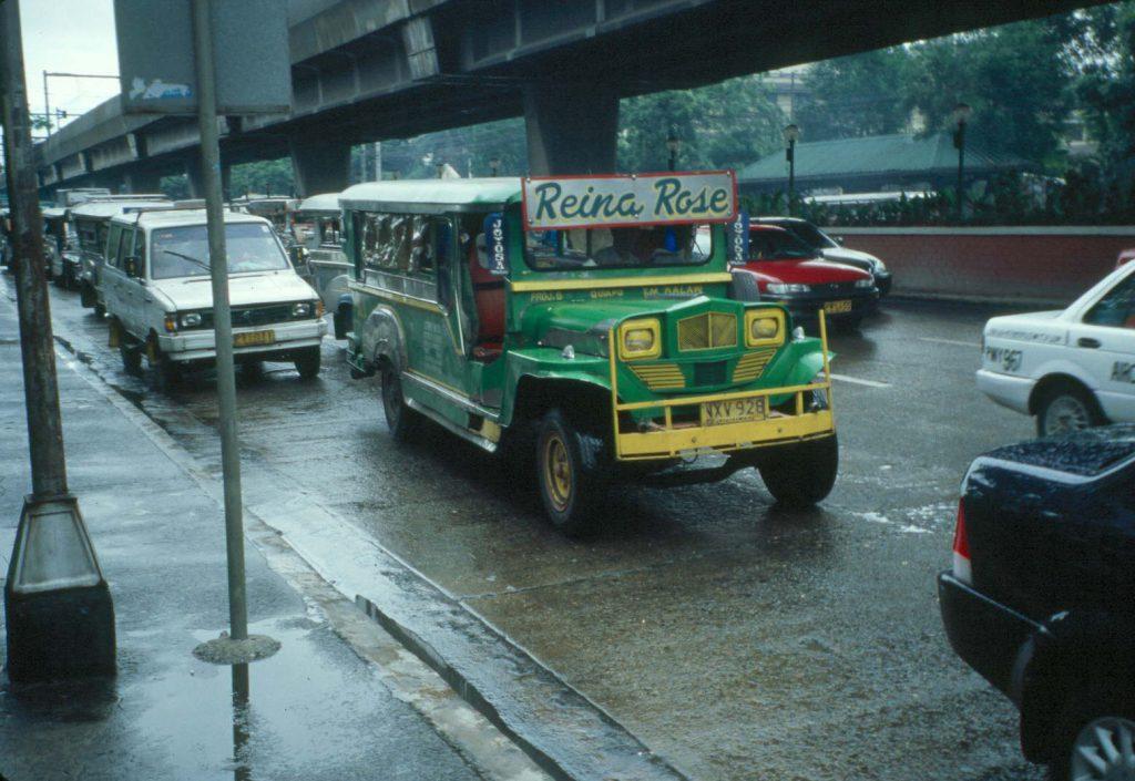 Manila jeepney 1024x705 - City of Manila – co odwiedzić w stolicy Filipin