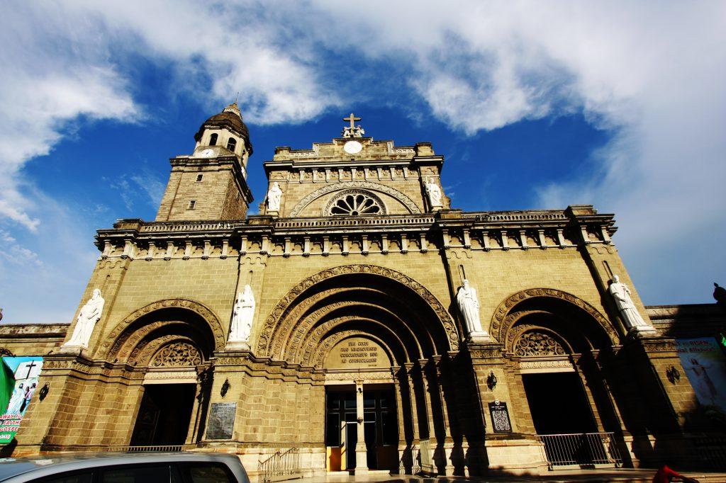 Manila Cathedral Facade 1024x682 - City of Manila – co odwiedzić w stolicy Filipin