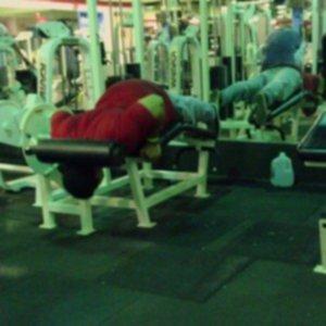 WiBTvSU 300x300 - Osoby, które powinny zrezygnować z siłowni ….