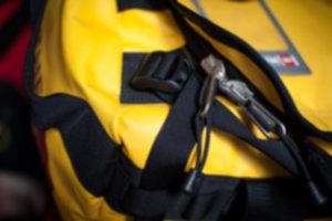 BASE CAMP DUFFEL  06 300x200 - Niezniszczalna torba podróżna