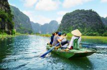 wycieczka do wietnamu 103109417 214x140 - Rajskie plaże Wietnamu, które warto odwiedzić
