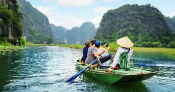 wycieczka do wietnamu 103109417 351x185 - Rajskie plaże Wietnamu, które warto odwiedzić