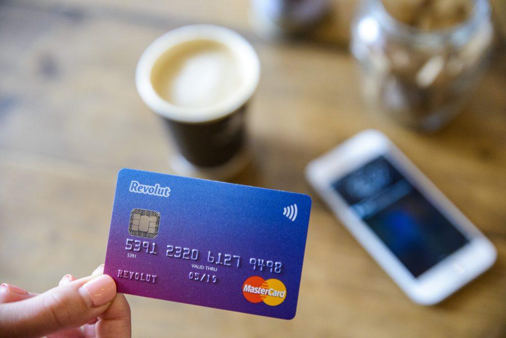Cards  1024x684 - Jak wypłacić pieniądze na Filipinach?